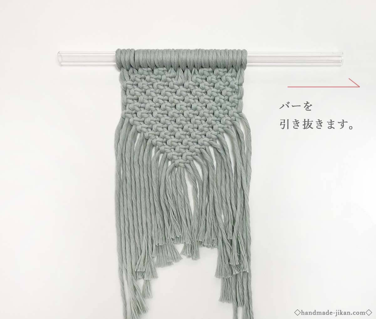 ハート型に編んだマクラメ編み